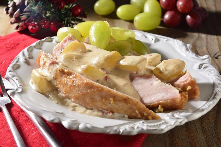 Receta deliciosa de Pechuga de Pavo Ahumada con Salsa de Queso y Uvas
