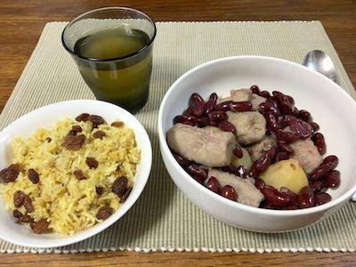 赤いんげん豆とジャガイモそしてバナナを煮込んだ煮物「ビトト」というアフリカ・コンゴ地方の家庭料理