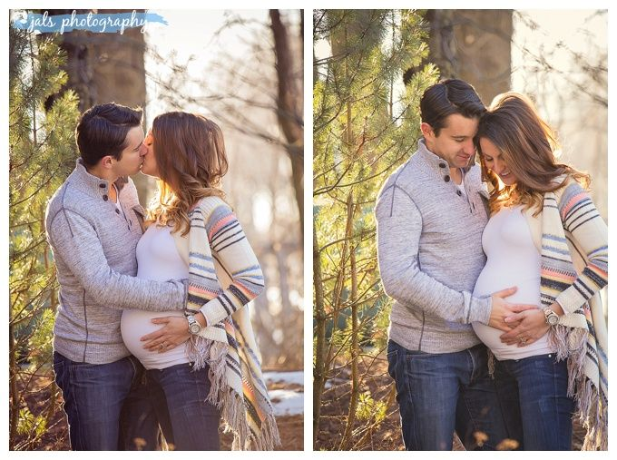Outdoor maternity photography, winter, Belleville