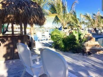 World Hotel Finder - Snug Harbor Inn Waterfront Madeira Beach