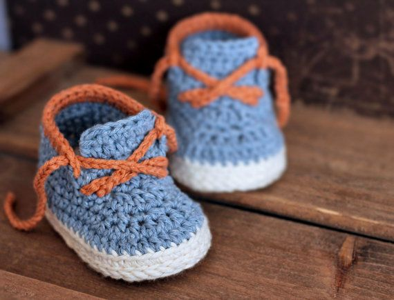 Boys Crochet Bootie PATTERN boots for baby boys por Inventorium
