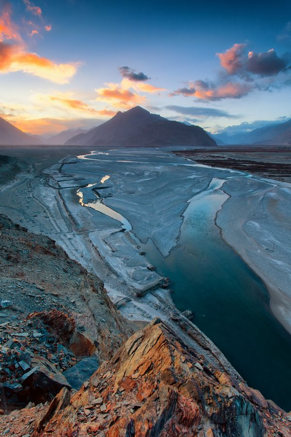 Sunrise in the Nubra by Andy Beirne - Levé de soleil sur la Nubra Valley