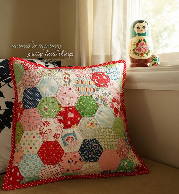 hexagon pillow: Idea, Craft, Hexagons Quilts, Hexagon Pillow, Photo, Quilting Hexagons, Quilted Pillow