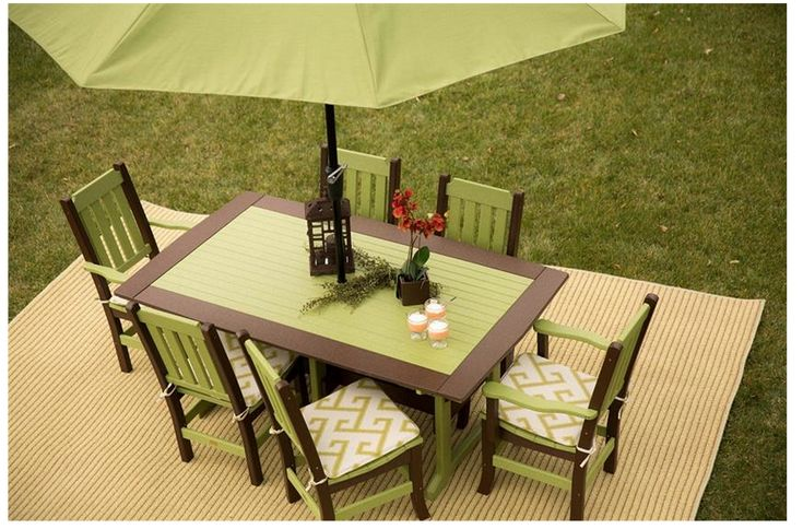 The El Greco Avocado seats on these dining chairs adds a flash of interest to this friendly-frond dining set – a solid poly color like gray with our Dupione Palm umbrella fabric would also look lovely.