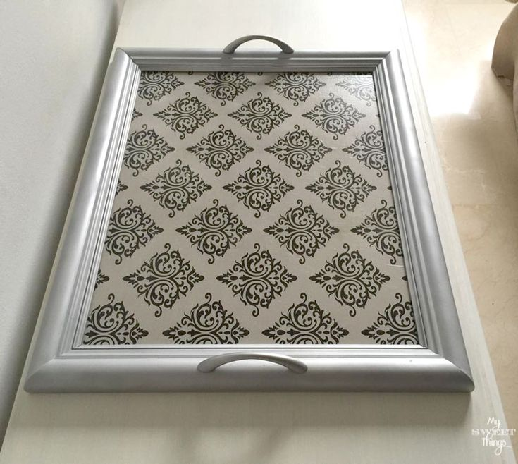 How to transform a picture into a tray | Repurpose an old picture | Damask gift paper | Via www.sweethings.net