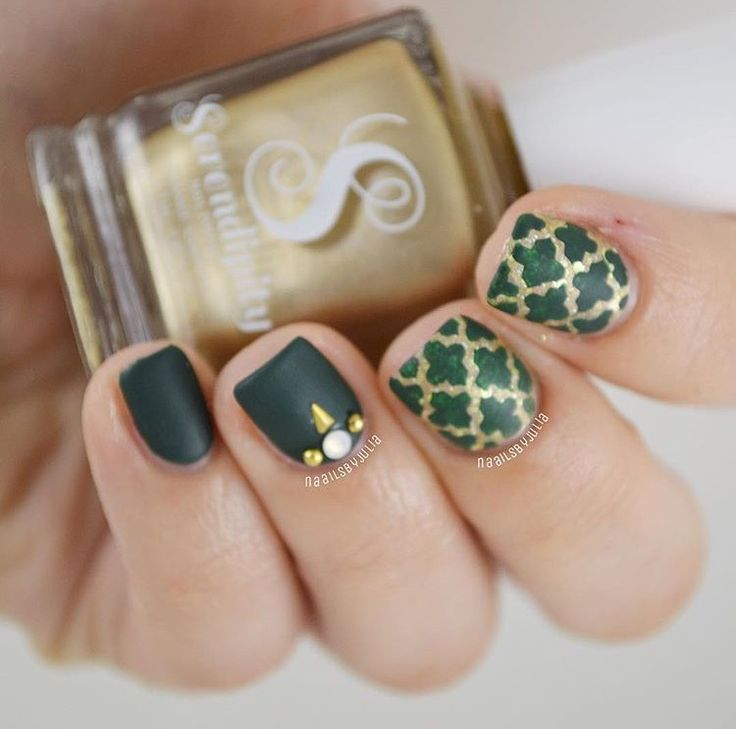 ✨In love with this green and gold matte manicure by @naailsbyjulia using our Moroccan Nail Stencils found at snailvinyls.com and @serendipitypolish Cash Flow Queen & Glitzy Gold Champagne Nail Polish also found at our site! Our Spring Sale is going on now & we are having a fab giveaway- check our Instagram feed!