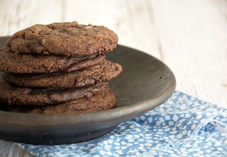 Disse Chokolade Cookies er nemme og smager bare helt perfekte - den bedste opskrift og et super tip til hvordan den rå dej fryses ned
