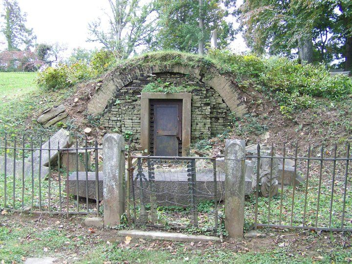 The Frankfort Cemetery has some great spots and Daniel Boone's grave too.