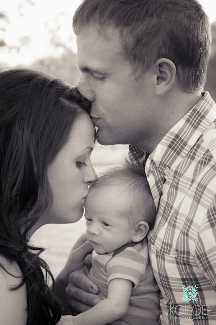 Parents kissing new baby, mom kissing baby dad kissing mom, sweet family newborn photo, outdoor newborn pictures, first family picture with newborn, Newborn photography, newborn pictures, newborn boy photography, one week old pictures // Kairos photography - Springfield, MO and St. Louis, MO. newborn photographer