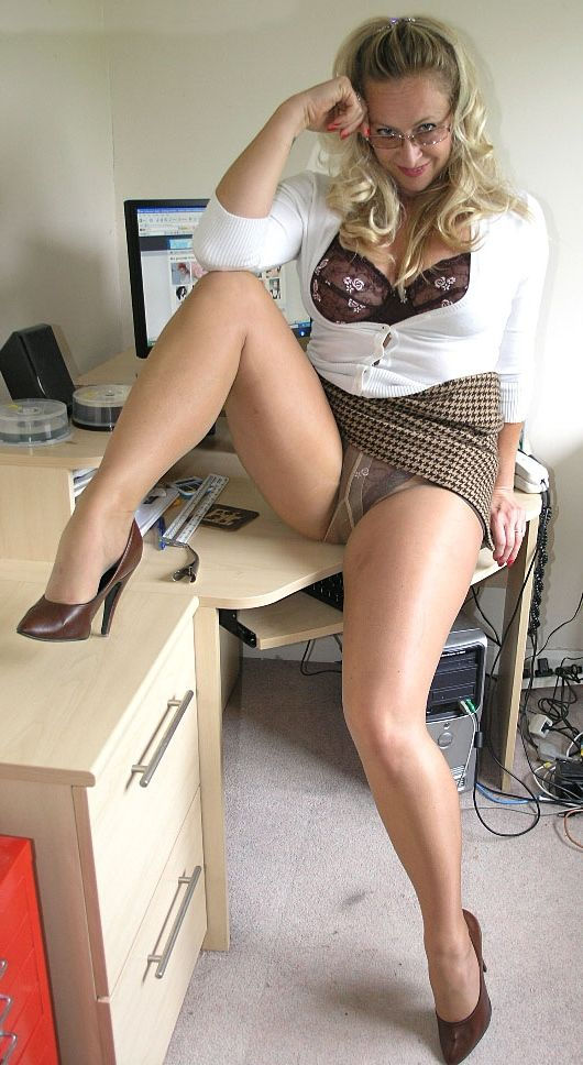 Amateur dating pics females in pantyhose