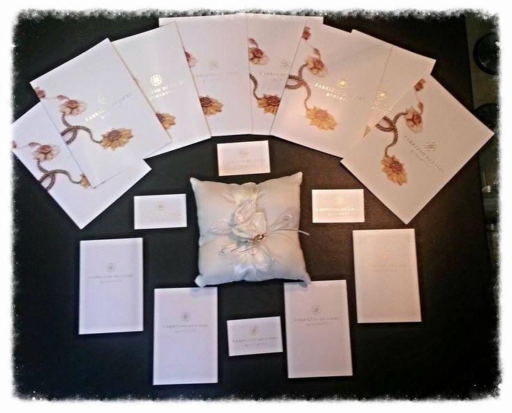 L'arrivo delle nostre fedi nuziali firmate Fabrizio Di Cori! Non potevamo che avvicinarci al nostro sospirato traguardo con un post dedicato ad uno dei nostri sponsor più generosi, una persona di cuore, di parola e di talento: Fabrizio Di Cori!  http://www.finchesponsornonvisepari.blogspot.it/2015/06/larrivo-delle-nostre-fedi-nuziali.html  #finchesponsornonvisepari #saraheluciano #20giugno2015 #savethedate #fabriziodicori #anelli #fedi #wedding #gold #nozzeconsponsor  #gioielli #matrimonio