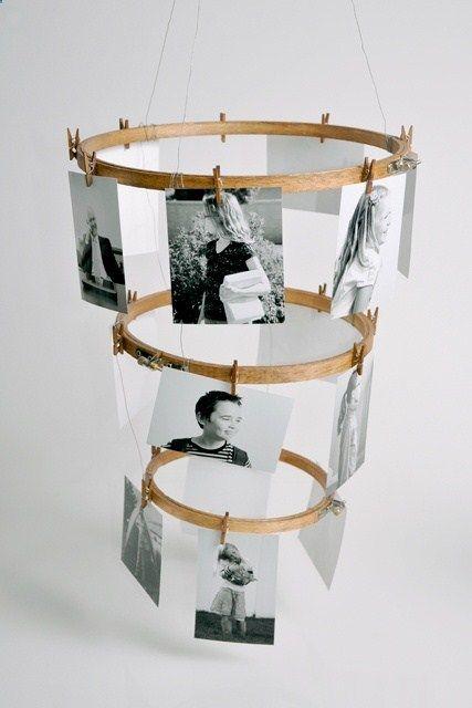 3 cadres ronds pour broderie en bois de différentes tailles + des mini pinces à linge en bois + du fil de nylon = un display photo en suspension /  easy DIY  embroidery hoop photo displays, .