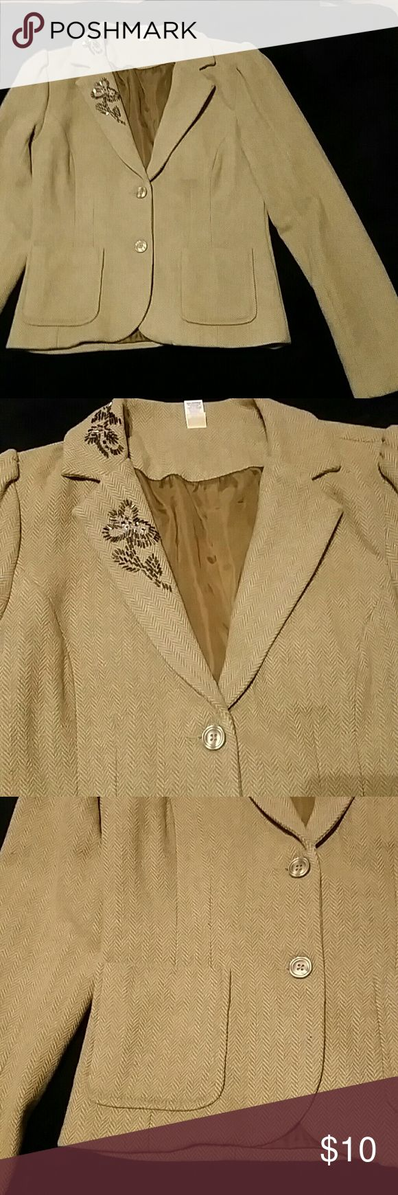 Old Navy Tweed Blazer Tweed Blazer from old navy with embellishments on left lapel. Very cute just never matched my style. Overall good condition. Old Navy Jackets & Coats Blazers