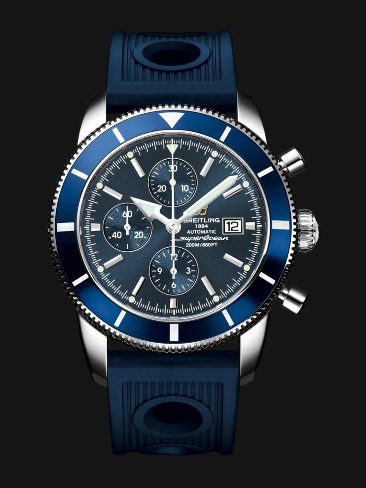 Ce chronographe étanche à 200 m, abrite un mouvement automatique certifié chronomètre. Cette version 46 mm est dotée de compteurs à 12h, 9h et 6h.