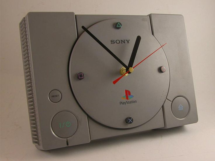Could make a clock like this out of a dead console!