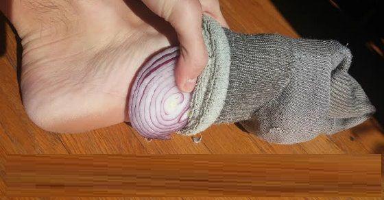 Voici ce qui arrive quand vous mettez de l'oignon dans vos chaussettes pendant votre sommeil