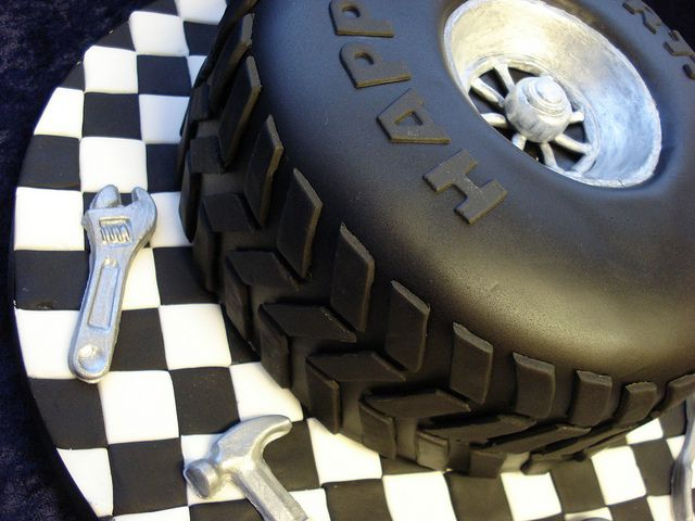 Car Tyre Cake | A cake for a car mechanic. Really enjoyed ma… | Flickr