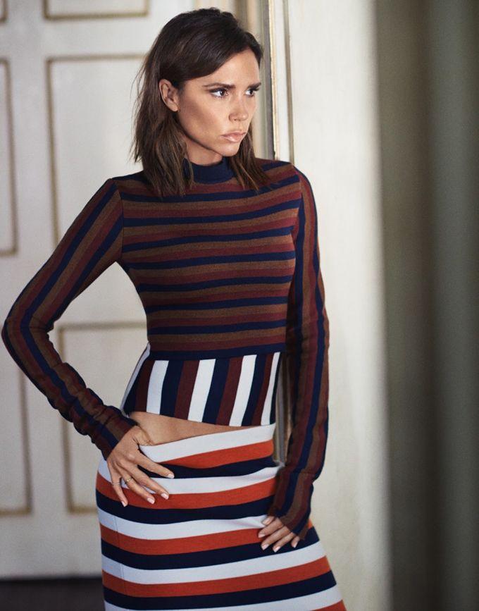 Виктория Бекхэм (Victoria Beckham) украсила обложку The Edit. Фотографом стал Том Крэйг (Tom Craig). Для фотосессии Виктория надела наряды от собственного бренда.