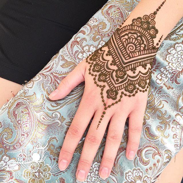 So much great henna this weekend! Thank you, Renton, and all the henna lovers that trusted me with your artist's choice designs! #rentonriverdays ☀️☀️☀️ . . #sarahenna #henna #mehndi #Kirkland #kirklandart #seattlehenna #seattle #ps #renton #festival #hennaartist #art #artist #seattleart #kirklandartist #kirklandhenna #naturalhenna #hennaart #Woodinville #bothell #Redmond #Bellevue #hennaseattle