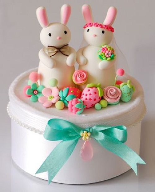 http://sundayfashions.com/wp-content/uploads/2012/07/Cute-Bunnies-Toppers-For-Wedding-Cake.jpg