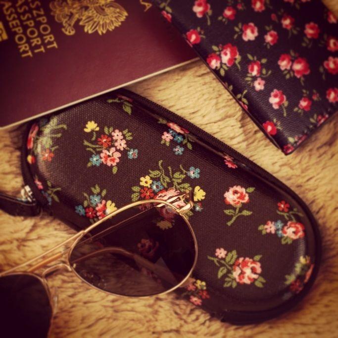 #podróż nie musi być nudna!   #etui na dokuemnty oraz #okulary marki #CathKidston! #loveit :)  www.fancystore.pl