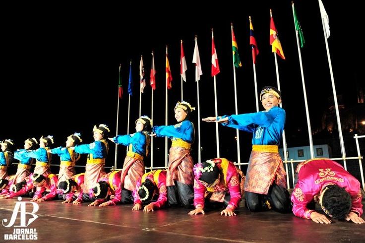 Saman dance from Aceh    @ttaparamadina at Barcelinhos, Braga, Spain