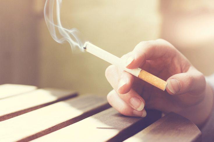 Um vídeo produzido pela organização anti-tabagista MEDInspiration mostra como um par de pulmões humanos fica após o consumo de 20 cigarros