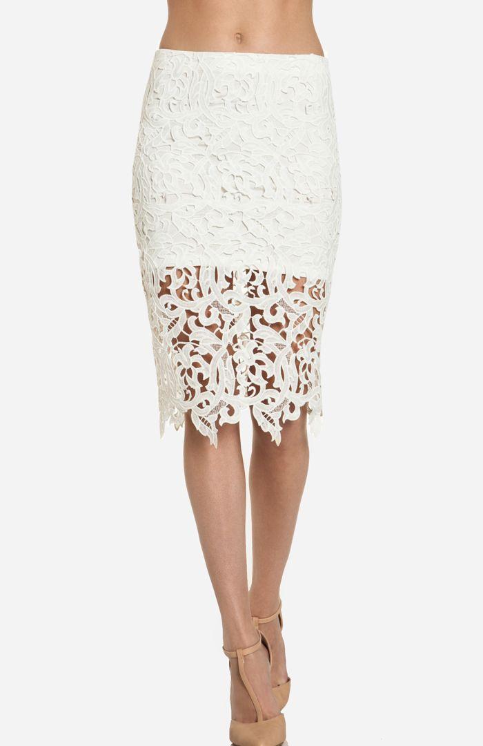 DailyLook: DAILYLOOK Venetian Lace Skirt in White XS - L
