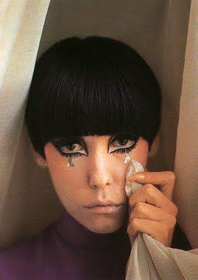 peggy moffitt: black hair & eye makeup.    @Nina Gonzalez Gonzalez Mo I like this cut
