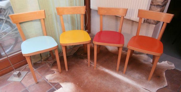 Chaises repeintes et rénovées