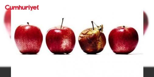 İşte en kötü Apple ürünleri : En kötü Apple ürünleri hangisi diye sorulduğunda herkesin farklı bir cevabı olacaktır. Kişisel deneyimlerden ya da aradığı özelliği bulamadığı için kötü olarak nitelendirilen ürünler bir yana Appleı gerçekten neredeyse felakete sürükleyen ürünler olduğunu biliyor muydunuz?  http://www.haberdex.com/tekno/Iste-en-kotu-Apple-urunleri/106168?kaynak=feed #Teknoloji   #Apple #ürünler #ürünleri #gerçekten #yana