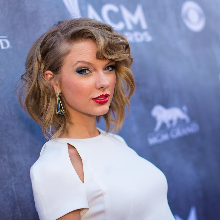 "The Year in Taylor Swift's Coyly Raised Eyebrow: Taylor Swift may already be well-known for her sweet surprised face, but there's another look the singer has mastered this year — the doe-eyed, ""Oh, this old thing?"""