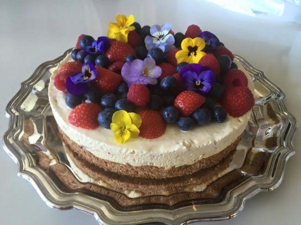 17.mai kake #icecream #iskake #blomster #flowers #topping #pynt #17.mai #kake