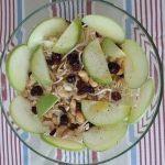 Insalata di Cavolo Cappuccio con Mela Verde, Cranberries, Anacardi e Germogli di Soia
