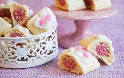 Mandel-snittar Det här faktiskt en riktigt kul liten kaka som jag tycker bättre och bättre om hela tiden. Det ä...