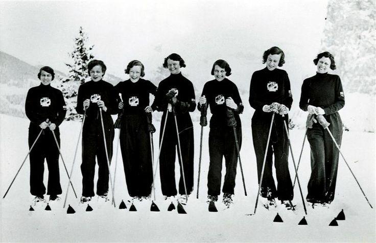 Ladies Ski Club - retro ski