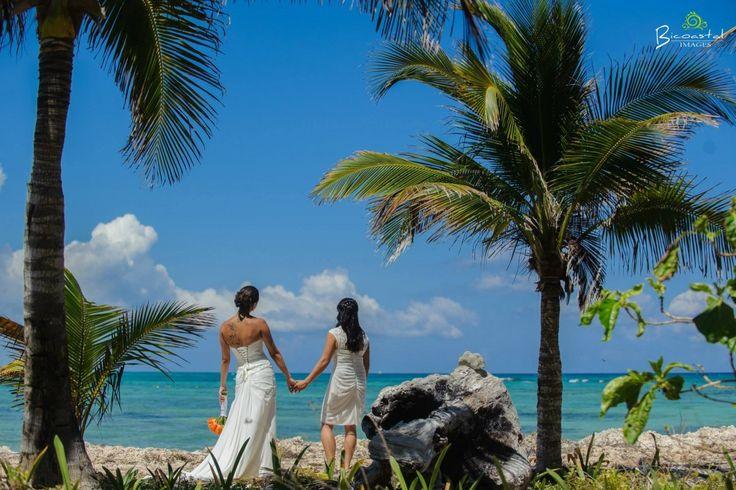 Tropical, light and fun Weddings!  @fiestagroup @bicoastalimages #lizmooreweddings