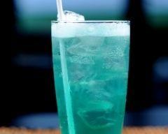 """Lagon bleu sans alcool (facile, rapide), cocktail renommé """"Frozen"""""""