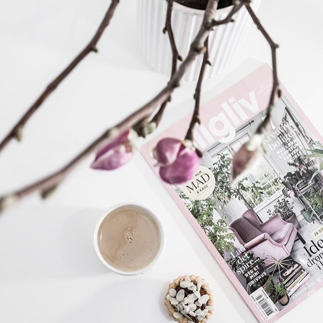 Przepadłam na cały dzień ! Dziękuję Kasiu  THANK YOU  @my_full_house . .  .  .  .  #myfullhouse#flatlay #flatlays#coffee#onthetableproject #pictoftheday #coffeelove #flowerstagram
