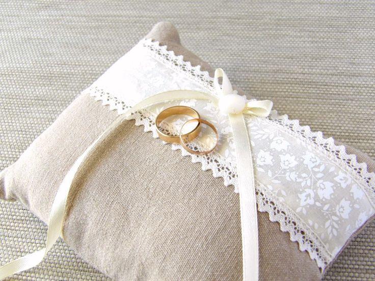 coussin d'alliances en lin et ivoire accessoire mariage : Presentoir, boîtes par mariageboheme