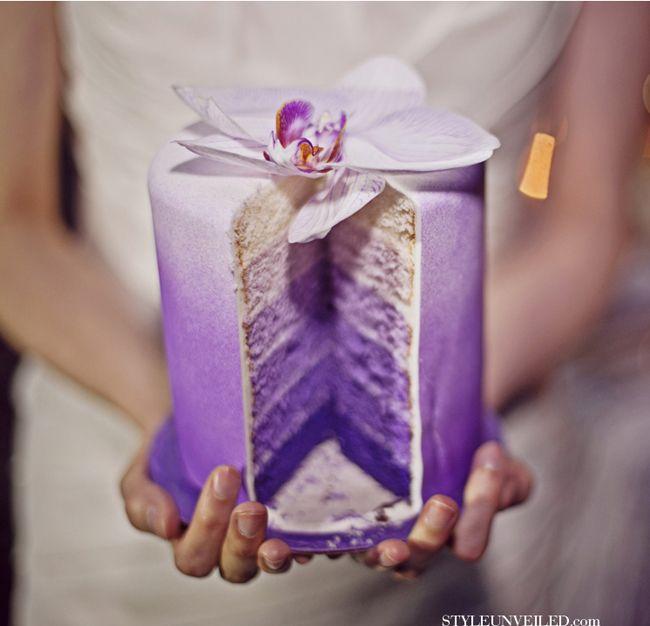 6 αποχρώσεις του μωβ σε μία μπουκιά γαμήλιας τούρτας! Μωβ προσκλητήρια γάμου - http://www.lovetale.gr/wedding/wedding-invitations?atr_color=45