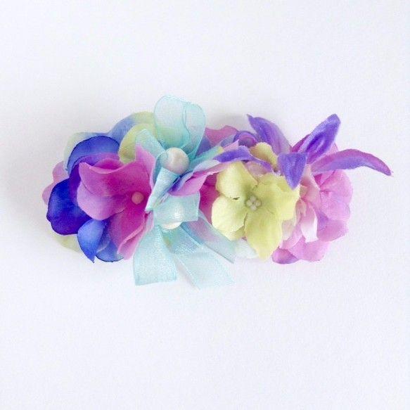 これからの季節のお出かけやちょっとしたおめかしが楽しくなるお花のバレッタ。テーマはマキシワンピースで過ごした南の島のリゾート。今年トレンドのフラワーとオーガン...|ハンドメイド、手作り、手仕事品の通販・販売・購入ならCreema。