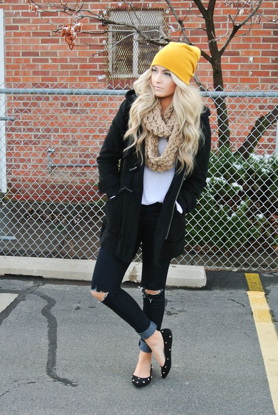 spicing up a neutral outfit with a pop of colour | from Cara Loren