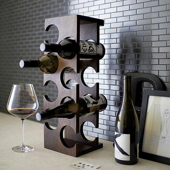 vinhos estragados o restinho da garrafa é o q cura. Haverá um cadáver na mesa