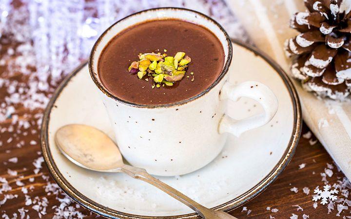 Tarifinde hayli az malzemenin bulunduğu nutellalı sıcak çikolata eşliğinde kara kışa aldırmadan sevdiklerinizle birlikte koyu bir sohbete ne dersiniz?