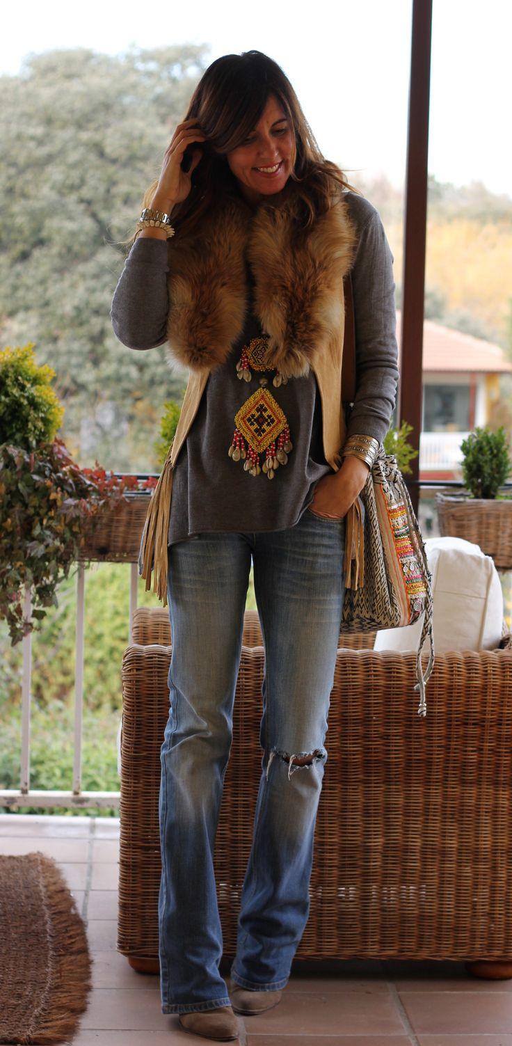 I love Boho style!!!!! Ya no se dónde hacerme fotos para no pasar frío, es imposible, menos mal que tengo unas cuántas guardadas de hace tiempo. Este chaleco se me olvida que lo tengo, me lo he puesto