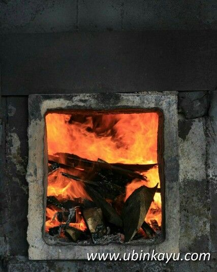 Di dalam boiler untuk memanaskan kiln Dry pabrik #ubinkayu #pabrikkayu #pabrikubinkayu #indonesian #woods #woodfloor #lantaikayu #premiumwoodflooring #premiumquality #parketkayusolid #kayusolid #fire #burning #jakarta #bali #surabaya #hectic #entrepreneur #usaha #pengusaha #share #instagram #goodday #designinterior #arsitekindonesia #pictoftheday
