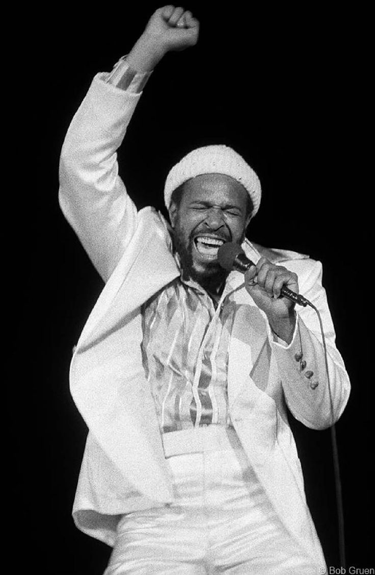 Marvin Gaye live at Carnegie Hall, NYC August 25, 1974, by Bob Gruen