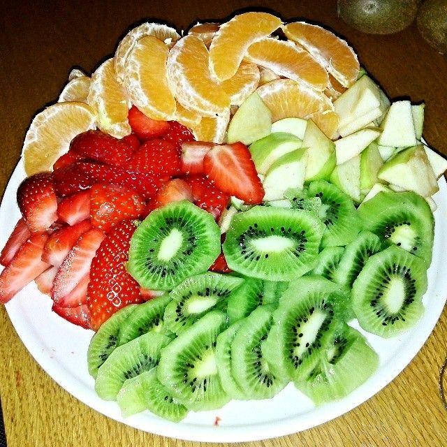Love it <3 #healthy #healthyfood #eat #omomom #foodgasm #eating #delicious #yummi #fruits #fruit #kiwi #strawberry #orange #apple #mandarin #followmeplease #followme #followforfollowback #followforfollow #follow4follow #behealthy #happy #instapic #instadaily