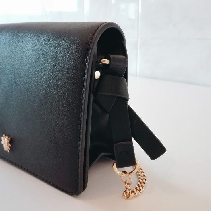 Daily Boost: NÓS QUEREMOS // #4 MINI MALA ZARA // Zara's black bag with golden bug detail